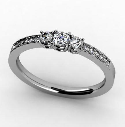 טבעת זהב ייחודית עם יהלומים